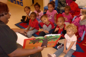 librarian reads to kids